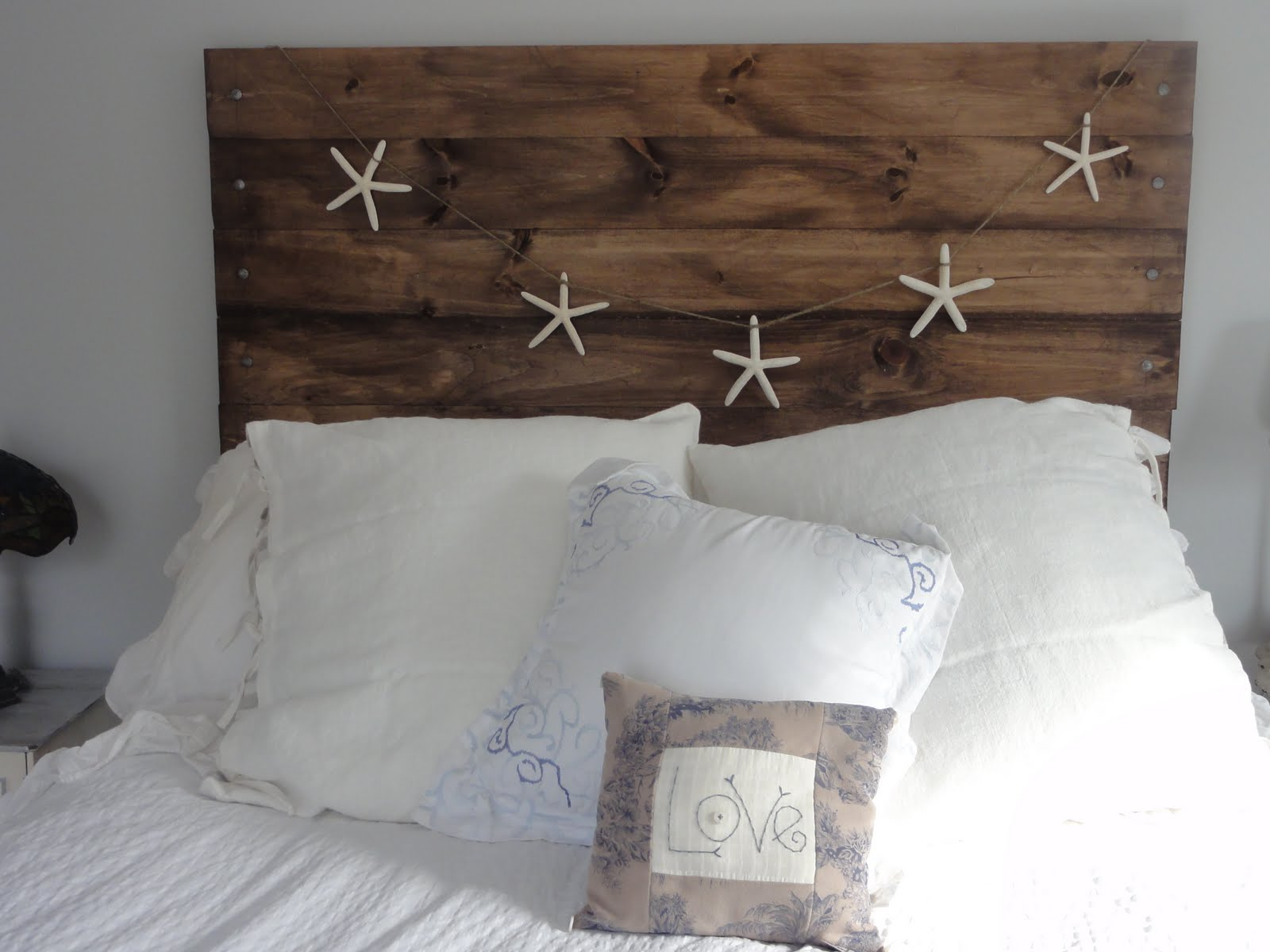 How to have the bedroom of your dreams with simple tips.